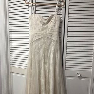 Bcbg Maxazria size 6 beige tulle lace maxi bridal